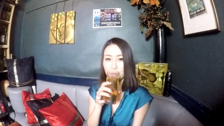 アダルトVR動画:シャンパンのためにご奉仕してくれるママ
