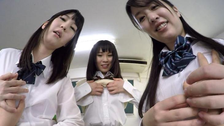 転校初日から女子高生3人がかりで発射に追い込まれちゃった