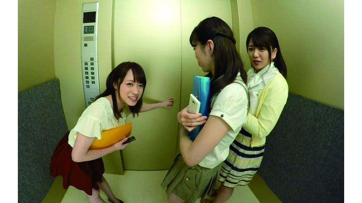 エレベーター緊急停止!閉じ込められた僕とOL3人