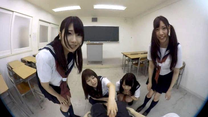 女子高生の日常!?  教室で4人で手コキしてくれる