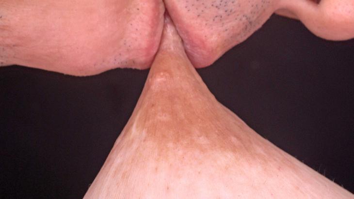 【U.F.O.SA連動・4K】超高画質!じっくりと接写した敏感勃起乳首いじり イメージ