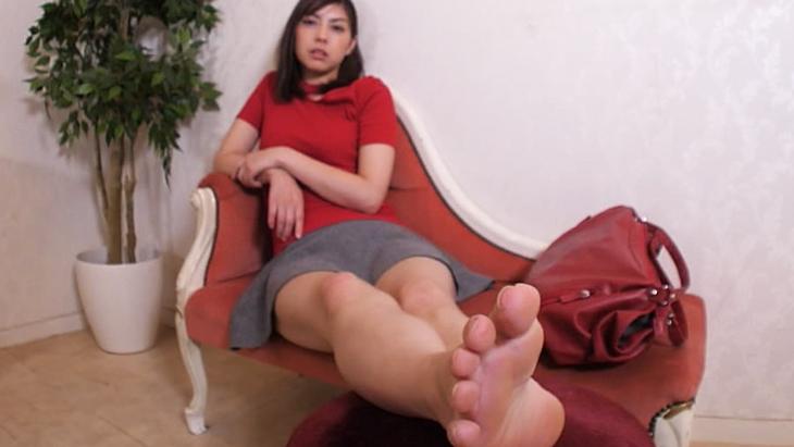 【通常版】オーダーメイド靴屋編・サイズの間違いの大失態で激怒する美人お姉さんの美脚拷問!