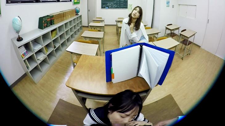 学校で隠れてえっち