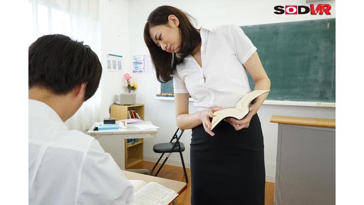 視点移動追いまわしVR どこへ逃げても一切無駄!教室、廊下、図書室・・・誰もいない校内で震えあがる女教師をどこまでも追い詰めて凌辱中出し!